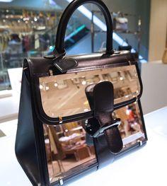 「デルヴォー」ブリヨンのバッグ(180万円)