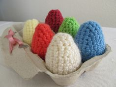 Ovos de pascoa amigurumi passo-a-passo by comofaz. Acho que podem ser sachês de gaveta.