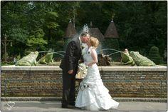 Sandra Vermelis mocht dit bruidspaar in 2009 fotograferen in de Efteling.