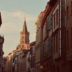 La ville rose. ✨ . . . . . #travel #theprettycities #travelgram #france #toulouse #toptoulousephoto #igerstoulouse #thepinkcity #wanderlust #october #nikon #nikond5300 #photography #architecture #topeuropephoto #passionpassport #dreamerspower #vintage #tv_living