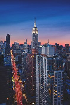 New York City Feelings — empire state building Empire State Building, Empire State Of Mind, Oh The Places You'll Go, Places To Visit, Image Deco, City Aesthetic, Dream City, Concrete Jungle, Night City