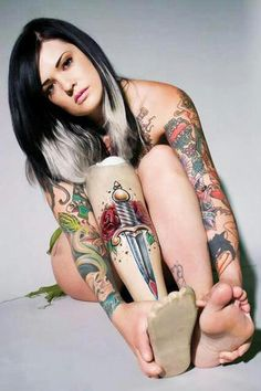 so cool, tattooed prosthetic leg - inspiring amputees ... @cybercast70 https://www.facebook.com/groups/cybercast