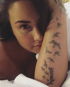 Nude pictures of Demi Lovato Uncensored sex scene and naked photos leaked. Demi Lovato, Celebs Without Makeup, Bombshell Beauty, Miley Cyrus, Role Models, I Tattoo, Sexy, Girl Crushes, Female Artist