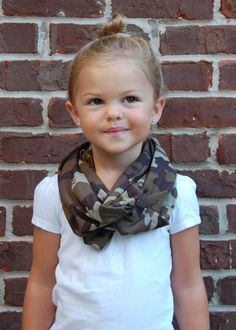 Camo Toddler Infinity Scarf by BundleUpBuddy on Etsy Little Diva, Little Girls, Little Girl Fashion, Kids Fashion, Fall Fashion, Toddler Scarf, King Outfit, How To Wear Scarves, T Shirt And Jeans