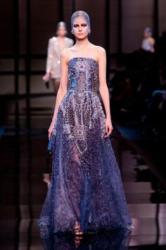 Giorgio Armani Privé – Haute Couture Spring / Summer 2014. Fotos © Imaxtree. #dress #armani #elle_de