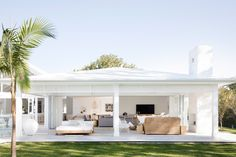 Tips for a Hamptons-style outdoor room with Natalee Bowen Outdoor Areas, Outdoor Rooms, Outdoor Living, Outdoor Kitchens, Style At Home, Three Birds Renovations, Hamptons Style Homes, Casa Patio, Patio Decks