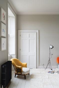 Skimming Stone Farrow And Ball Living Room, My Living Room, Home And Living, Living Room Decor, Farrow Ball, Farrow And Ball Paint, The Loft, Dix Blue, Skimming Stone