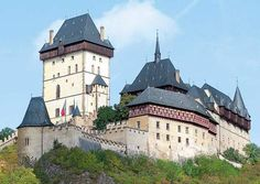 Karlstejn, Czech Republic A large Gothic Castle founded in 1348 by Charles IV, it served as a place of safekeeping for his many treasures. Gothic Castle, Medieval Castle, Famous Castles, Prague Castle, Windsor Castle, Beautiful Castles, Fortification, 14th Century, Kirchen