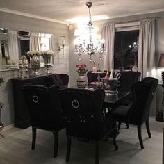 "Så innbydende og lekkert hos @vfred93  ""Louis"" vingestol og ""London""spisebord fra @classicliving #spisestue #diningroom #london2spisebord #louisvingestolsortvelour #diningtable #diningchair #interior125 #interior123 #interiorstyling #interior #passionforinterior #interiordecor"