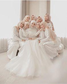 Muslimah Wedding Dress, Disney Wedding Dresses, Hijab Bride, Pakistani Wedding Dresses, Bridal Dresses, Flower Girl Dresses, Simple Bridesmaid Dresses, Wedding Bridesmaids, Wedding Hijab Styles