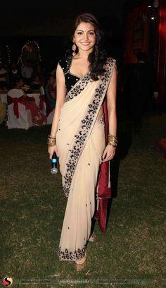 #anushkasharma #sari