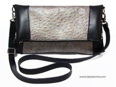 Bolso de cuero, hecho a mano, con piel con textura imitando avestruz. Handmade leather purse, Otrich texture leather.