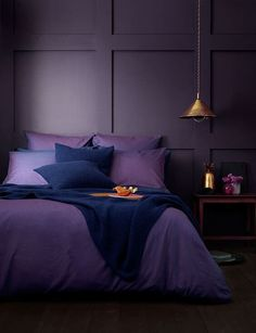 2018 Bedroom Design Trends You Don T Want To Miss At Any Cost - Schlafzimmer Dark Purple Rooms, Purple Bedroom Walls, Purple Bedroom Design, Purple Bedding Sets, Gold Bedroom, Bedroom Colors, Dream Bedroom, Bedroom Ideas Purple, Romantic Purple Bedroom
