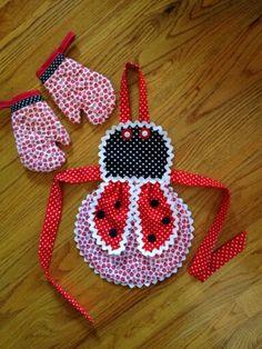 Baby Dress Patterns, Skirt Patterns Sewing, Bear Patterns, Fabric Crafts, Sewing Crafts, Sewing Projects, Cute Aprons, Sewing Aprons, Kids Apron