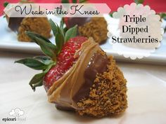 Why dip once when you can TRIPLE DIP?! Easy as spread, dip & dunk! YUM!! #strawberries #Biscoff