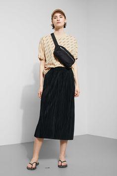 5d1fb330e3b Kiln Pleat Skirt - Black - Skirts - Weekday