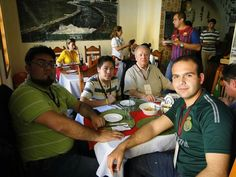 Comiendo en restaurante Ancira de Bustamante, NL