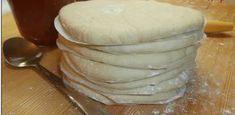 ΖΥΜΗ ΓΙΑ ΠΙΤΣΑ ΜΕ ΑΝΘΡΑΚΟΥΧΟ ΝΕΡΟ η οποια αυριο το βραδακι θα γινει ατομικες πιτσες για το κολατσιο των κοριτσιων μου στο σχολειο τους . ΥΛΙΚΑ : 500 γρ αλεύρι για όλες της χρήσεις 250-270 ml .ανθρακούχο νερό Greek Recipes, Sour Cream, Recipies, Yummy Food, Delicious Recipes, Food And Drink, Pudding, Bread, Cheese