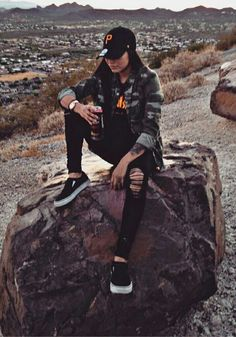 Tomboy outfits - 40 Awesome Chic Style Streetwear Outfits That Are Fabulously Fashionable Style O Check Cute Tomboy Outfits, Skater Girl Outfits, Skater Girls, Grunge Outfits, Cool Outfits, Fashion Outfits, Tomboy Clothes, Fashionable Outfits, Girly Outfits