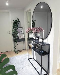 The round wall mirror provides in this hallway for an elegant hig . The round wall mirror provides an elegant highlight in this hallway. Decoration Hall, Entryway Decor, Entryway Console, Living Room Designs, Living Room Decor, Interior Decorating, Interior Design, Round Wall Mirror, Wall Mirror Design