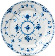 Founded in Royal Copenhagen is one of the world's oldest companies. Today, Royal Copenhagen is a highly distinguished brand, renowned for its exclusive quality porcelain products & its immaculate design. Royal Copenhagen, Copenhagen Denmark, Dinner Plate Sets, Dinner Plates, Dinner Ware, Tabletop, Fine China Patterns, Porcelain Dinnerware, Blue Dinnerware