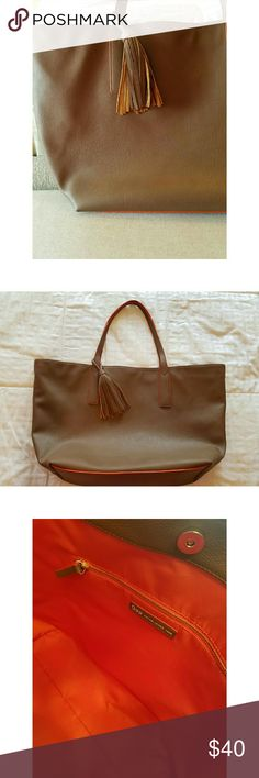 🎉🎉PRICE DROP🎉🎉 Gap Faux Leather Tote Perfect for the girl that needs EVERYTHING in her closet just to go to work, perfect for overnight gettaways, just perfect, spring/fall colors, faux leather, straps are long enough to carry on shoulder, tassel, absolutely no wear or tear, Brand new, used 1x, orange lining GAP Bags Totes