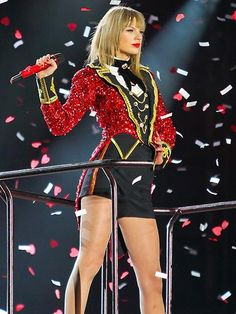 "Taylor Swift gets showered with love – and lots of confetti! – during her ""Red"" tour stop in Vancouver, Canada. http://www.people.com/people/gallery/0,,20713422,00.html#21354940"