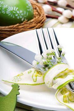 Wielkanocny stół. Kwiaty dla każdego