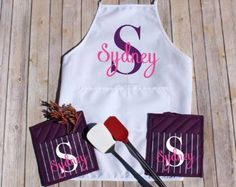 Personalized Apron Set, Personalized Oven Mitts, Custom Pot Holder, Wedding Gift, Housewarming Gift, Gift for Mom, Bridal Shower Gift