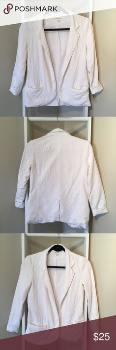UO white linen blazer XS- silence and noise Has an inside liner and is pretty heavy/thick   Pockets! Slit in the back  Wrinkles easy Urban Outfitters Jackets & Coats Blazers