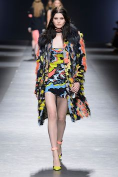 VERSACE   Fall Winter Collection 2016   Milano Fashion Week    Pop Camouflage Fur and Dress   via Trendfortrend.com