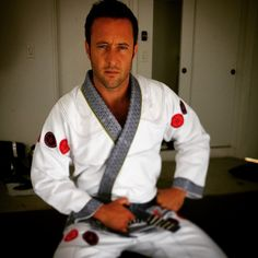 ♥♥♥  thefowlereffect IG @ tatamifightwear hawaii 5-0 star alex Oloughlin dressed to kill in the new signature model