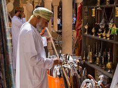 Utilizzato sin dall'antichità come profumo per le dimore e come sostanza medicinale, l'incenso omanita è la resina della corteccia della Boswellia sacra, un albero che cresce nell'Oman meridionale. Chef Jackets, Coat, Incense, Resin, Sewing Coat, Coats, Peacoats