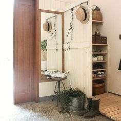 wood slats for shoes area Small Bedroom Storage, Small Room Decor, Small Bedrooms, Igloo House, Cottage Entryway, Fredrikstad, Bedroom Decor For Couples, Bedroom Ideas, Japanese Interior