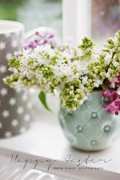flowers like these would look pretty In some of my vintage planters, even in a white pitcher or 2