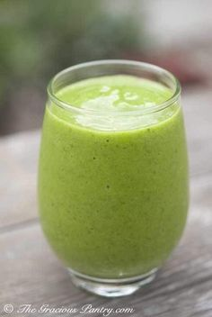 Mango Green Tea Smoothie. Looks healthy and delicious. Lets put my blender to work