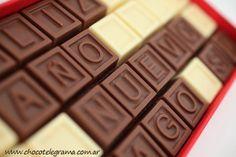 Regalos para Aniversario Originales #REGALOS #REGALOSANIVERSARIO #REGALOSORIGINALESANIVERSARIO Chocolates, Usb Flash Drive, Candy, Gifts, Ideas, Original Gifts, Presents, Schokolade, Sweets
