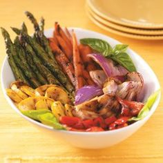 Grilled Vegetable Platter ~ The best of summer in one dish! These pretty veggies are meant for entertaining. Grilling brings out their natural sweetness, and the easy marinade really kicks up the flavor. Grilled Vegetable Recipes, Grilled Vegetables, Grilling Recipes, Vegetarian Recipes, Cooking Recipes, Healthy Recipes, Cooking Pork, Grilling Ideas, Cooking Tips