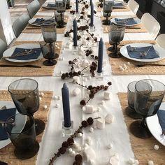 Christmas Table Settings, Furniture, Instagram, Lily, Home Furnishings, Arredamento