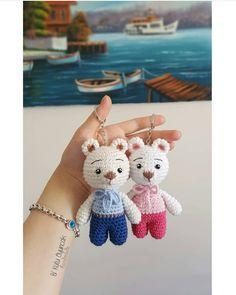 Patchwork Houses with Cardboard and Collage - Selina Knitted Dolls, Crochet Dolls, Amigurumi Patterns, Crochet Patterns, Crochet Teddy Bear Pattern, Crochet Keychain, Cute Crochet, Crochet Baby, Baby Rattle