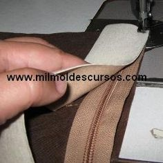 Carteras y bolsos de cuero y otros (patrones) Sewing Hacks, Sewing Tutorials, Sewing Projects, Sewing Patterns, Diy Bags No Sew, Diy Purse, Leather Projects, Learn To Sew, Sewing Techniques