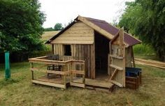 Cool Recycled Pallet Projects: Reuse, Recycle & Repurpose Old Wooden Pallets! Pallet Playhouse, Pallet Shed, Pallet House, Pallet Door, Pallet Benches, Pallet Cabinet, Pallet Walls, Outdoor Pallet, Pallet Tv