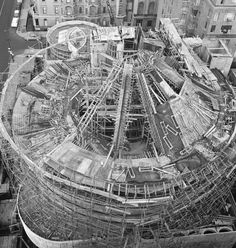 Guggenheim Museum - New York - under construction - Frank Lloyd Wright architect Falling Water House, Wisconsin, Round Building, Frank Lloyd Wright Buildings, Cities, New York Museums, History Of Photography, Organic Architecture, Museum Of Modern Art
