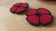 Killa Atencio, a Mi'kmaq artist living in Halifax, is beading poppies in recognition of the contributions Indigenous and non-Indigenous veterans have made. Bead Loom Patterns, Beading Patterns, Beading Ideas, Knitting Patterns, Art Patterns, Beading Supplies, Jewelry Patterns, Embroidery Patterns, Crochet Patterns