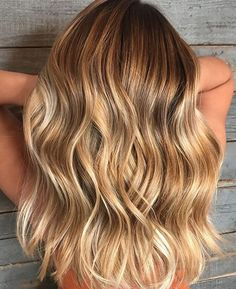 Trendfrisuren Baby trend, akkurater Mittelscheitel oder The french language Trim Cease to live Frisurentrends Blonde Hair With Highlights, Balayage Hair Blonde, Brown Blonde Hair, Boliage Hair, Ombré Hair, Wavy Hair, Ombre Hair Color, Hair Looks, Hair Trends