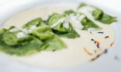Mezzelune all'aglio orsino su fonduta di Trentingrana