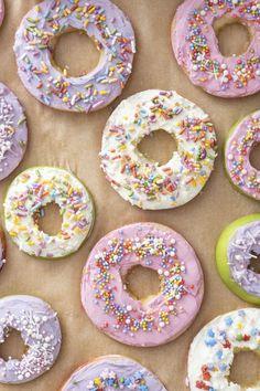 Apple Donuts Apple Donut Recipe, Donut Recipes, Apple Recipes, Snack Recipes, Apple And Almond Cake, Almond Cakes, Nutrients In Apple, Dye Free Foods, Applesauce Muffins