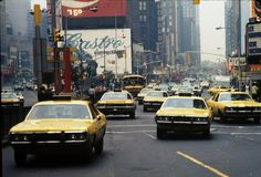 57 Incredible Color Snapshots That Show Street Scenes of New York City in the 1970s Photography, Nyc Girl, Summer Jobs, Vintage New York, City That Never Sleeps, Historical Photos, New York City, Times Square, Urban