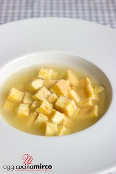 pasta reale in brodo Cheese Fries, Cheese Bread, Gnocchi, World Recipes, Tortellini, Fine Dining, Italian Recipes, Soup Recipes, Food And Drink