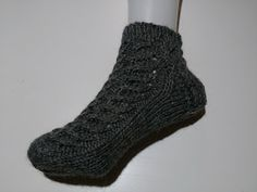 Lumioosi: Harmaat nilkkasukat Socks, Knitting, Crochet, Fashion, Moda, Tricot, Fashion Styles, Breien, Sock